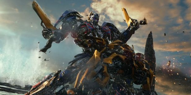 Transformers-The-Last-Knight-Optimus-Bumblebee-fight